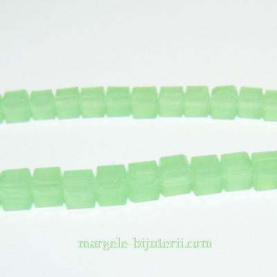 Margele sticla, imitatie jad verde, cubice cu muchii tesite, 4.4x4.5mm 1 buc