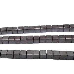 Hematite nemagnetice, negre, cubice, 3mm 1 buc