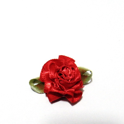 Floare saten rosie, lucrata manual, 33x27x12mm 1 buc