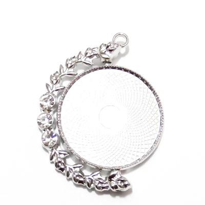 Baza cabochon, argintiu inchis, pandantiv rotativ, cu 3 stras, 49x38mm, interior 30mm 1 buc