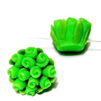 Margele polymer, floricele verzi, 13~17x9~12mm 1 buc