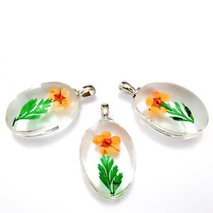 Pandantiv sticla cu interior floare portocalie, 31x18x10~11mm 1 buc