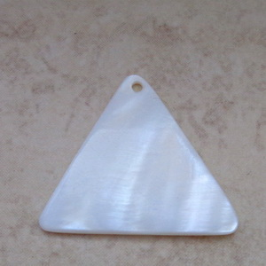 Pandantiv sidef crem, triunghiular, 27x25x2mm 1 buc