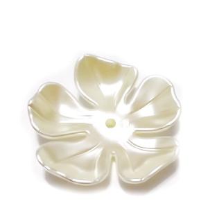 Flori plastic, perlate, crem, 36x36x8mm  1 buc