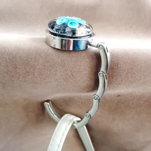 Agatatoare metalica pt. genti, haine, 44x8mm, cabochon Murano bleu de 30x10mm 1 buc