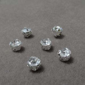 Margele montee rhinestone, sticla transparenta pe baza argintie, 4x4x4mm 1 buc