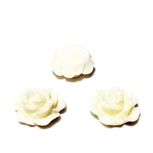 Cabochon rasina, floare crem, 15x7mm 1 buc