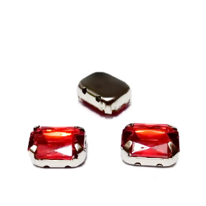 Margele montee rhinestone, plastic, rosii, dreptunghiulare, 10x8x4.5mm 1 buc