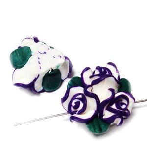 Margele polymer, buchet 3 flori albe cu violet, 22-23mm 1 buc