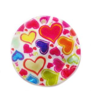 Pandantiv sidef crem cu inimioare multicolore, 35x2mm 1 buc