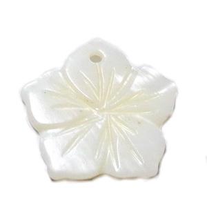 Pandantiv sidef crem, floare 17~11x2.5mm 1 buc