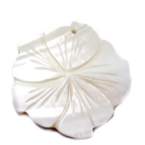 Pandantiv sidef crem, floare 37~39x3.5mm 1 buc