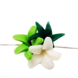 Margele polymer, 3 flori, verde-alb 18~20x18~19x11~14mm 1 buc