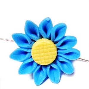 Margele polymer, floare albastra cu galben, 30x12mm 1 buc