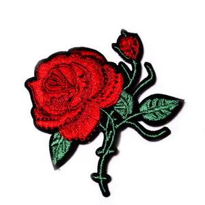 Aplicatie brodata cu matase, trandafir rosu, 61.5x56x1.5mm 1 buc