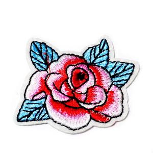 Aplicatie brodata cu matase, trandafir roz, 57x45x1.5mm 1 buc