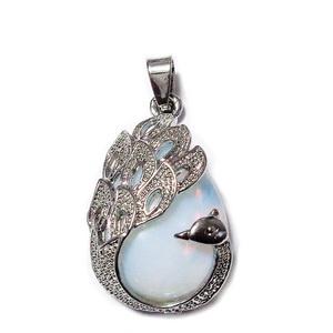 Pandantiv metalic argintiu inchis cu cabochon opal, paun 33x20x10.5mm 1 buc