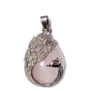 Pandantiv metalic argintiu inchis cu cabochon cuart roz, paun 33x20x10.5mm 1 buc