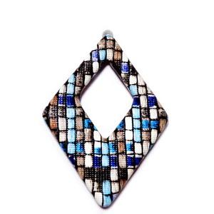 Pandantiv imitatie piele negru-gri-alb-bleu, cu placa aluminiu pe verso, 54x37.5x4mm 1 buc
