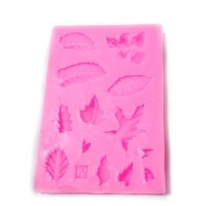 Forma modelaj din silicon roz, forme frunzulite, 8.5x6x0.8cm 1 buc
