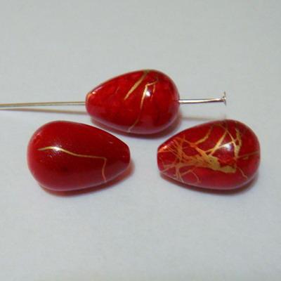 Margele plastic lacrima rosii cu auriu 15x10 mm 1 buc