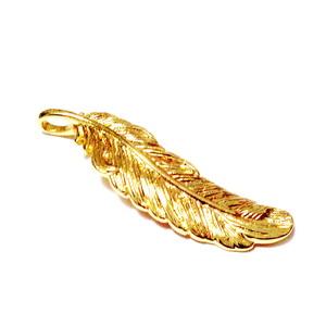 Pandantiv metalic placat cu aur, pana,  35.5x10.5x4mm 1 buc