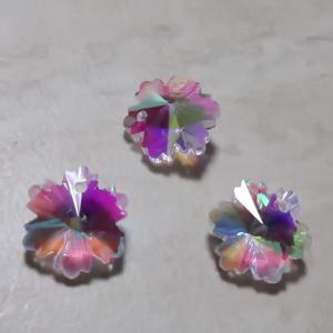 Pandantiv sticla cu flori verzi in interior si accesoriu auriu, lacrima 22~24x13x8mm 1 buc