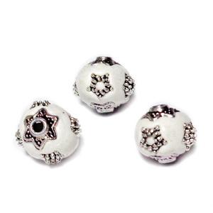 Margele indoneziene albe cu accesorii tibetane,  11~11.5x10.5~11mm 1 buc