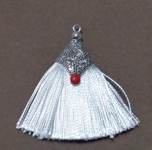 Ciucuri ata matasoasa alba cu accesorii tibetane, 45~50x40~44x7~10mm 1 buc