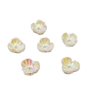 Flori plastic alb, placat multicolor, 6x6x2.5mm 1 buc