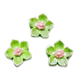 Cabochon rasina verde deschis, sidefat, floare 12.5x12.5x3.5mm 1 buc