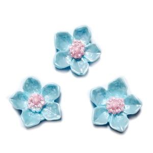 Cabochon rasina bleu, sidefat, floare 12.5x12.5x3.5mm 1 buc