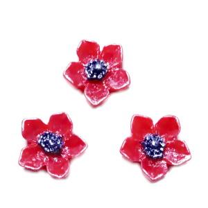 Cabochon rasina rosie, sidefat, floare 12.5x12.5x3.5mm 1 buc