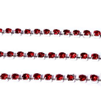 Margele montee rhinestone, insiruite, sticla rosu deschis pe baza argintie, 2x2mm 1 m