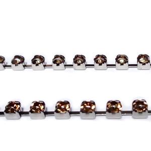 Margele montee rhinestone, insiruite, sticla auriu roscat pe baza argintie, 2.6x2.6mm 1 m