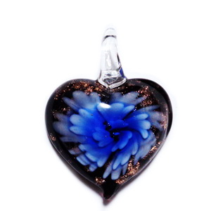 Pandantiv Murano negru cu floare albastra, inima 48x37x12mm 1 buc