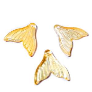 Pandantiv sticla auriu cu glitter auriu, coada de sirena, 20x20x3.5mm 1 buc