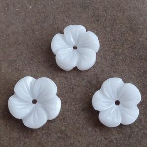 Flori plastic, albe, 11.5x12x3mm 1 buc