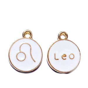 Pandantiv metalic emailat, auriu cu alb, LEU, 15x12x2mm 1 buc