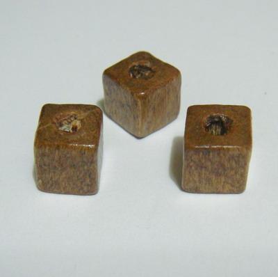 Margele lemn cubice maro deschis 8mm 30 buc