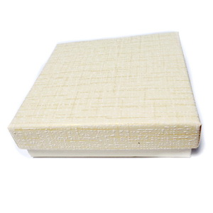 Cutie cadou crem cu alb, interior negru 8.5x8.5x2.5cm 1 buc
