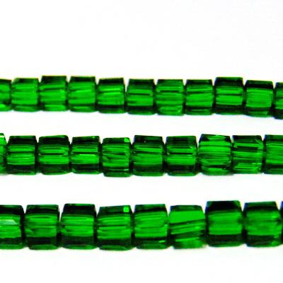 Margele sticla verzi, cubice cu muchii tesite, 4x4mm 1 buc
