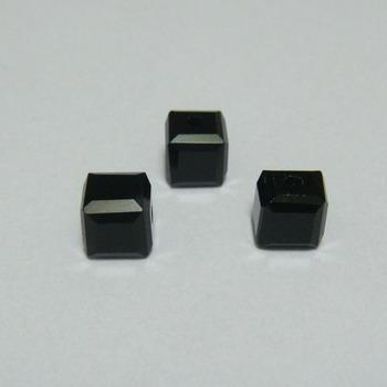 Margele sticla negre, cubice cu muchii tesite, 5.5x5.5mm 1 buc
