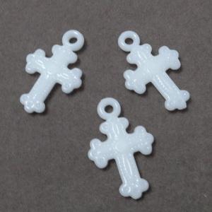 Pandantiv cruciulita plastic alb, 22x14x3mm 10 buc