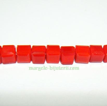 Margele sticla rosii-coral, cubice cu muchii tesite, 4mm 1 buc