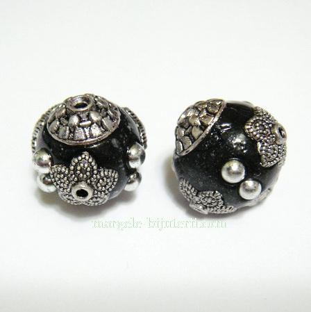 Margele indoneziene, negre, cu accesorii argintii, 15x14mm 1 buc
