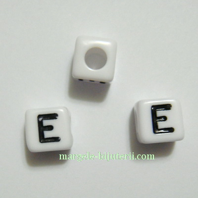 Margele alfabet, plastic alb, cubice 8x8x8mm, litera E 1 buc