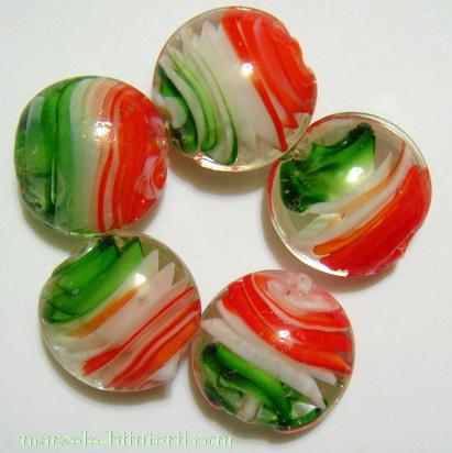 Margele sticla, lampwork, cu interior spirala verde-alb-rosu, 20x10mm 1 buc