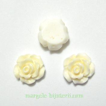 Cabochon rasina, flori crem, 10x6mm 1 buc