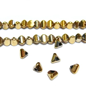 Hematite nemagnetice, placare auriu deschis, triunghi 4x3mm 1 buc